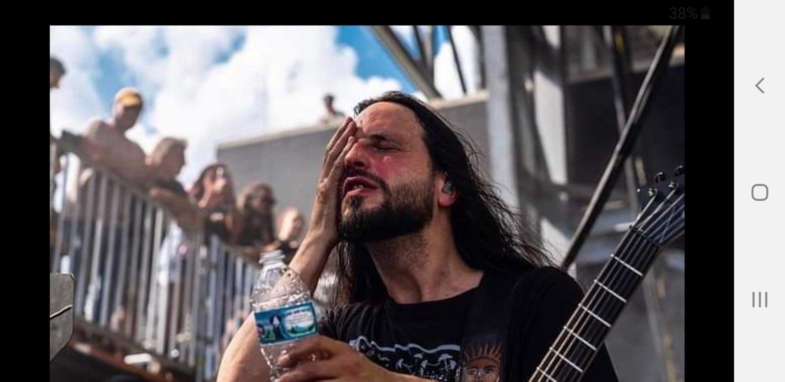 Le guitariste de GOJIRA brulé sur scene