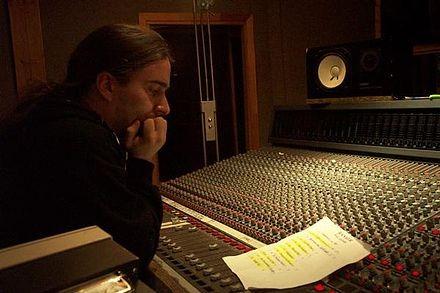 JEAN-FRANCOIS DAGENAIS, en studio.